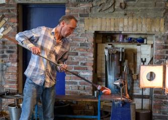 Glass blower at work in Vikten