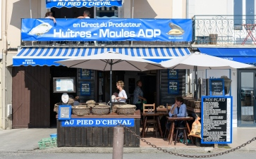 Our favourite Oyster joint in Cancale