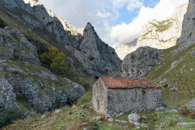 Along the way down from Bulnes