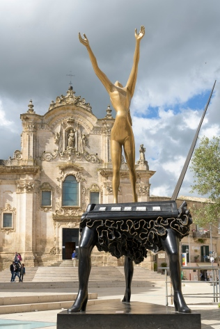 Dali sculptures around Matera